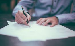 Eines per a la recerca de feina: Currículum i carta