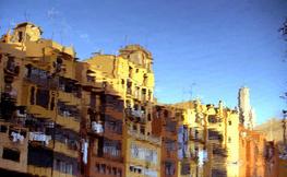 Reflex de la ciutat de Girona al riu