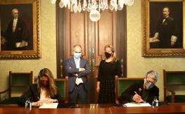 els representats del COAC i l'iCAB signant l'acord