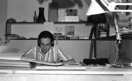 Carles Martí trabajando en el despacho