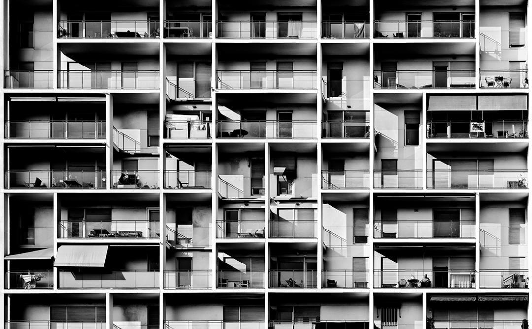 Blanc i negre façana d'edifici