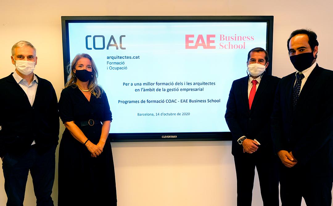 Los representantes del COAC y EAE firman el convenio
