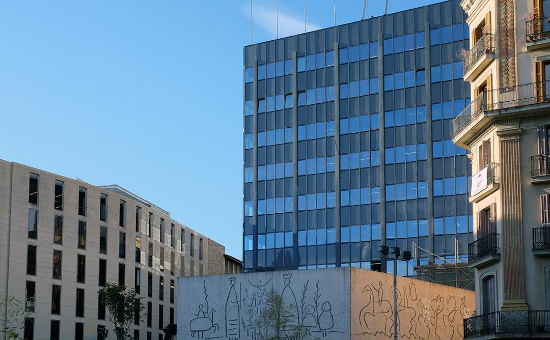 El COAC inaugura la nova façana de la seu de plaça Nova
