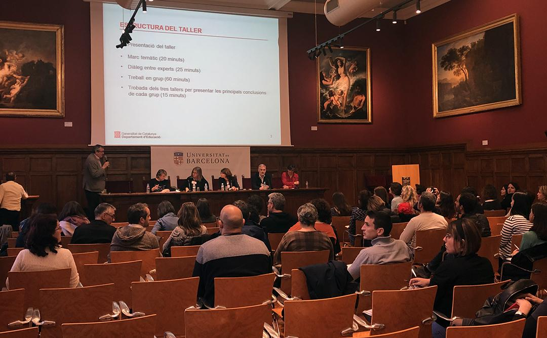 Departament d'educació en una conferència a una sala d'actes