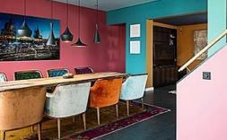 Imatge d'un interior amb molts colors